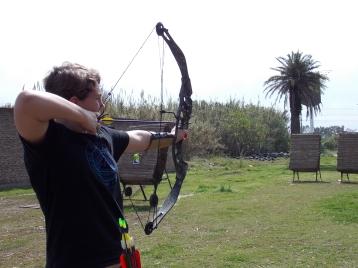 Arquería, además de brindar clases de capacitación, desarrolla interesantes torneos de gran participación por parte de los socios y otros deportistas de diferentes asociaciones