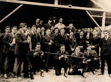 Desde los inicios de la Institución, los torneos fueron siempre el eje de la actividad social y deportiva, donde se puede observar a un entusiasta grupo de tiradores, incluyendo al presidente de esos años, Don Enrique Mezzadra, que era un activo tirador y ganador del torneo inaugural de 1916.
